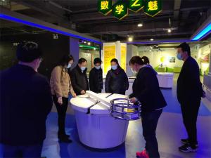 南阳市科协领导班子集体调研市科技馆
